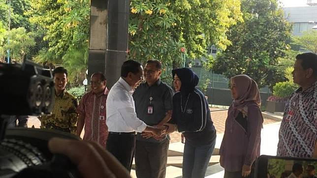 Photo of Hari Pertama Jadi Menpora, Zainudin Amali Minta Jangan Diplonco 2019
