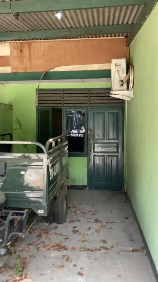 Foto garasi yang lama tidak digunakan