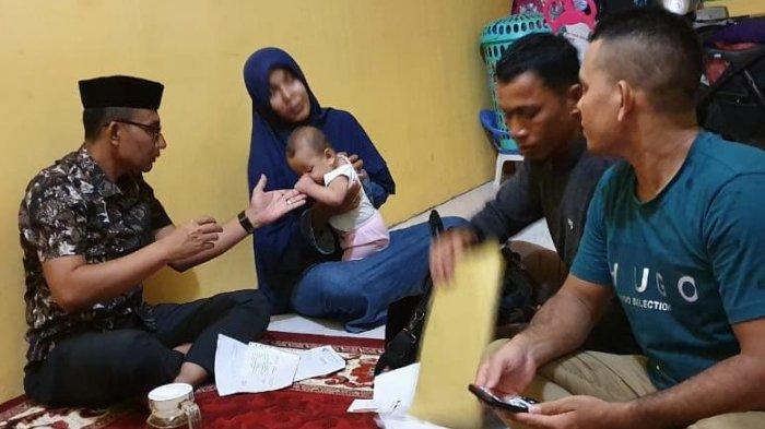 Photo of Tersentuh Nasib Balita Aceh Utara yang Menderita Katarak, Haji Uma Terbang ke Medan Bawa Bantuan